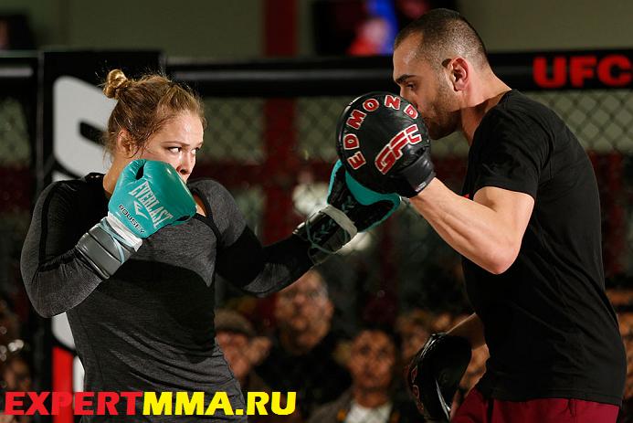 UFC157-TrainingSession-77.jpg