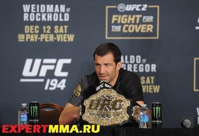 MMA: UFC 194-Weidman vs Rockhold