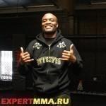 Андерсон Сильва против Юрайи Холла на UFC 198