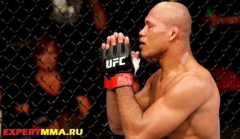 090514-UFC-Ronaldo-Souza-celebrates-SS-PI.vresize.1200.675.high_.67-770x446