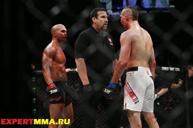 059_Robbie_Lawler_vs_Rory_MacDonald.0.0-770x513