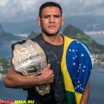 Рафаэль Дос Аньос, сказал, что UFC не платит достаточно, чтобы он оставался в легком весе
