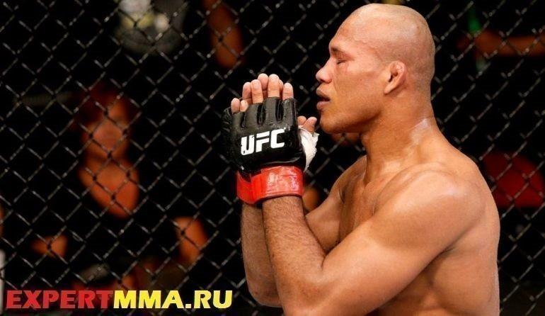090514-UFC-Ronaldo-Souza-celebrates-SS-PI.vresize.1200.675.high_.67