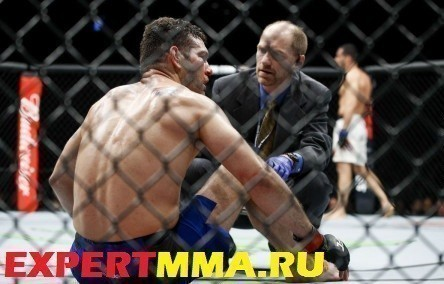 gegard_mousasi_vs_chris_weidman_210