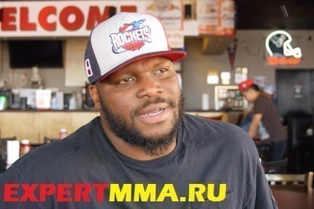 ufc-heavyweight-derrick-lewis-determined-to-be-the-role-model-he-never-had